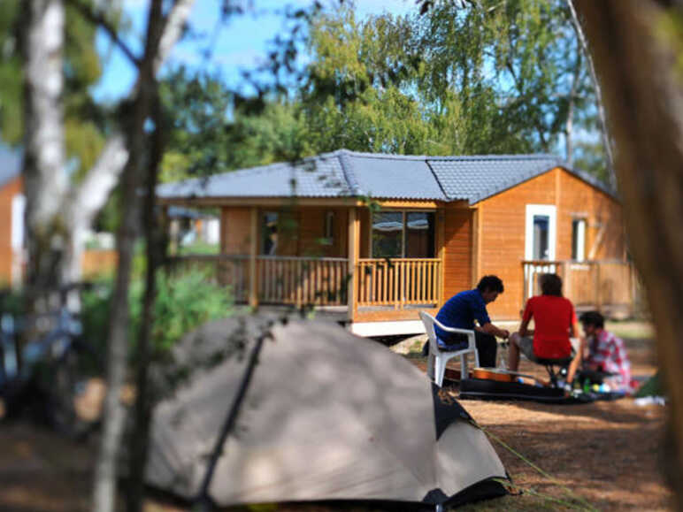 "Camping ""Le Village du Lac"" à Bordeaux"