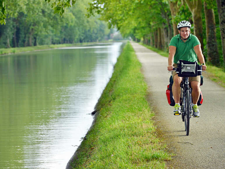 Greenway along the Canal de Garonne in Tarn-et-Garonne