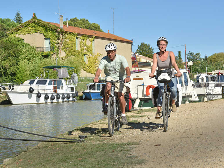 Cycling at the Capestang's port